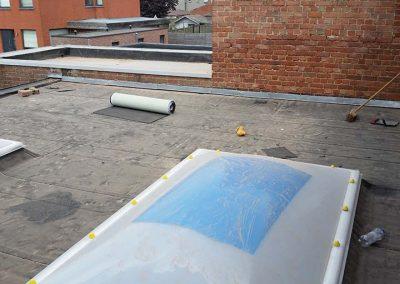Renovatie plat dak met koepels